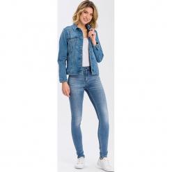 """Dżinsy """"Natalia"""" - Super Skinny fit - w kolorze błękitnym. Niebieskie rurki damskie marki Cross Jeans, z aplikacjami. W wyprzedaży za 113,95 zł."""
