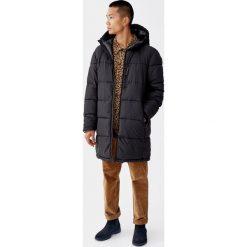 Długi pikowany płaszcz z kapturem. Czarne płaszcze na zamek męskie marki Pull&Bear, m. Za 239,00 zł.