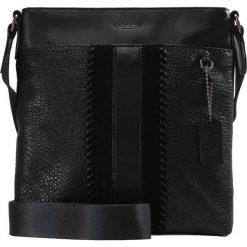Coach METROPOLITAN SLIM MESSENGER Torba na ramię black. Czarne torby na ramię męskie Coach, na ramię, małe. W wyprzedaży za 1073,40 zł.