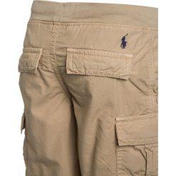 Polo Ralph Lauren UTILITY BOTTOMS Bojówki coastal beige. Brązowe jeansy chłopięce Polo Ralph Lauren. Za 249,00 zł.