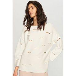 Sweter z perełkami - Kremowy. Białe swetry klasyczne damskie marki Reserved, l. W wyprzedaży za 39,99 zł.