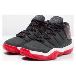 Jordan SUPER FLY 6  Obuwie do koszykówki black/university red/white. Szare buty sportowe chłopięce marki Jordan, z materiału. W wyprzedaży za 391,20 zł.