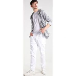 Jeansy męskie regular: Nudie Jeans BRUTE KNUT Jeansy Relaxed fit pitch white