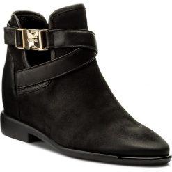 Botki CARINII - B3945/NS 360-E50-000-B98. Czarne buty zimowe damskie Carinii, z materiału, na obcasie. W wyprzedaży za 229,00 zł.