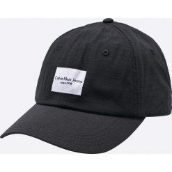Calvin Klein Jeans - Czapka. Czarne czapki z daszkiem damskie Calvin Klein Jeans, z bawełny. W wyprzedaży za 139,90 zł.