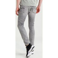 GStar REVEND SUPER SLIM Jeansy Slim fit light aged. Białe jeansy męskie relaxed fit marki G-Star, z nadrukiem. W wyprzedaży za 408,85 zł.