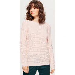 Sweter z drobnym splotem - Różowy. Czerwone swetry klasyczne damskie marki Cropp, l, ze splotem. Za 59,99 zł.