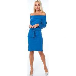 Indigo sukienka z dekoltem carmen 9773. Niebieskie sukienki Fasardi, l, z kołnierzem typu carmen, oversize. Za 59,00 zł.