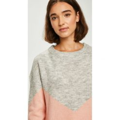 Vero Moda - Sweter. Szare swetry klasyczne damskie marki Vero Moda, m, z dzianiny, z okrągłym kołnierzem. Za 119,90 zł.