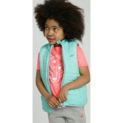 Bezrękawnik puchowy dla małych dziewczynek JKUDB101 - mięta. Brązowe kurtki dziewczęce przeciwdeszczowe 4F JUNIOR, z materiału. Za 59,99 zł.
