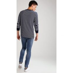 Topman Jeansy Slim Fit mid blue. Niebieskie jeansy męskie marki Topman. W wyprzedaży za 148,85 zł.