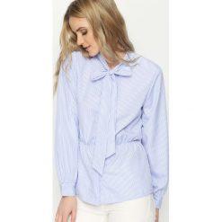 Niebieska Koszula Pretty Ribbon. Niebieskie koszule wiązane damskie marki Born2be, s, z długim rękawem. Za 49,99 zł.