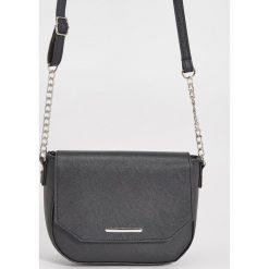 Torebki klasyczne damskie: Mała torebka na łańcuszku – Czarny