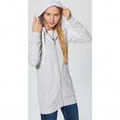 Długa bluza z kapturem - Jasny szary. Szare bluzy z kapturem damskie marki Cropp, l, z długim rękawem, długie. Za 89,99 zł.