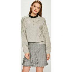 Vero Moda - Sweter. Szare swetry klasyczne damskie marki Vero Moda, l, z dzianiny, z okrągłym kołnierzem. Za 189,90 zł.