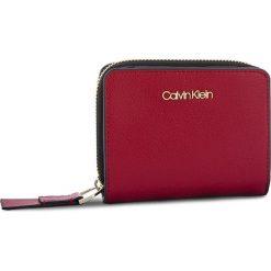 Mały Portfel Damski CALVIN KLEIN - Frame Medium Zip W/F K60K604499 628. Czerwone portfele damskie Calvin Klein, ze skóry ekologicznej. Za 279,00 zł.