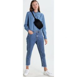 Boyfriendy damskie: NORR AMELIA  Jeansy Relaxed Fit medium blue denim