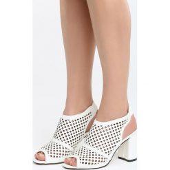 Białe Sandały My Only Love. Białe sandały damskie na słupku marki Born2be, z materiału, na wysokim obcasie. Za 69,99 zł.