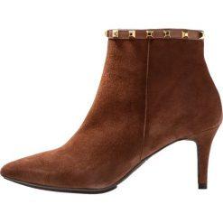 Lodi EBROGO Ankle boot braun boston/topo oro. Brązowe botki damskie na zamek Lodi, z materiału. Za 889,00 zł.