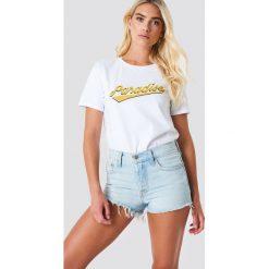 Glamorous T-shirt Paradise - White. Różowe t-shirty damskie marki Glamorous, z nadrukiem, z asymetrycznym kołnierzem, asymetryczne. Za 100,95 zł.