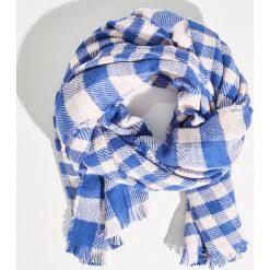 Kraciasty szalik z frędzlami - Niebieski. Niebieskie szaliki damskie Sinsay. W wyprzedaży za 19,99 zł.