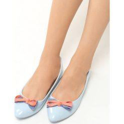 Niebieskie Balerinki Piccolo. Niebieskie baleriny damskie lakierowane vices, z lakierowanej skóry, na płaskiej podeszwie. Za 29,99 zł.