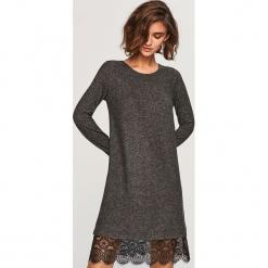Sukienka z koronkowym dołem - Szary. Szare sukienki koronkowe Reserved, l. Za 79,99 zł.