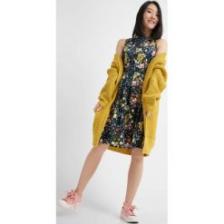 Długie sukienki: Rozkloszowana sukienka w kwiaty