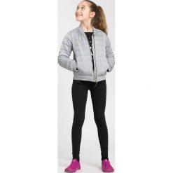 Kurtka puchowa dla dużych dziewcząt JKUDP205 - chłodny jasny szary. Szare kurtki chłopięce marki 4F JUNIOR, na lato, z materiału. Za 79,99 zł.