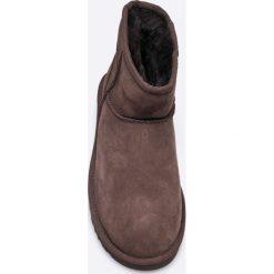 UGG - Botki Classic. Szare buty zimowe damskie marki Ugg, z materiału, z okrągłym noskiem. Za 749,90 zł.