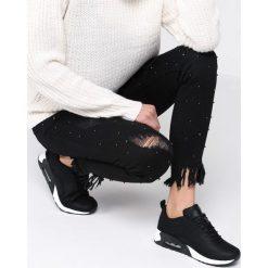 Czarno-Białe Buty Sportowe Citified. Białe buty sportowe damskie Born2be, z materiału. Za 99,99 zł.