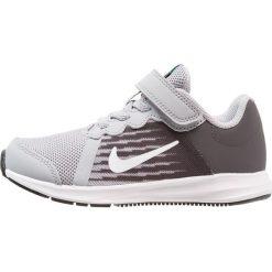 Nike Performance DOWNSHIFTER 8 PS BK Obuwie do biegania treningowe wolf grey/white/thunder grey. Szare buty sportowe chłopięce Nike Performance, z materiału, do biegania. Za 169,00 zł.