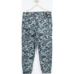Spodnie. Szare spodnie chłopięce TIME IS NOW, z nadrukiem, z bawełny. Za 109,90 zł.