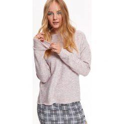 SWETER DAMSKI Z DEKOLTEM W ŁÓDKĘ. Szare swetry klasyczne damskie Top Secret, na jesień, z dekoltem w łódkę. Za 129,99 zł.