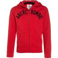 Abercrombie & Fitch CORE Bluza rozpinana red. Czerwone bluzy chłopięce rozpinane Abercrombie & Fitch, z bawełny. W wyprzedaży za 125,30 zł.