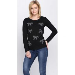 Czarna Bluzka Run Away. Czarne bluzki longsleeves Born2be, m, z aplikacjami, z okrągłym kołnierzem. Za 34,99 zł.