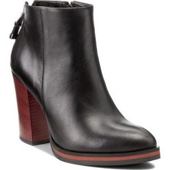 Botki CARINII - B4089 E50-000-PSK-B77. Czarne buty zimowe damskie Carinii, z materiału, na obcasie. W wyprzedaży za 279,00 zł.