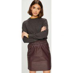 Jacqueline de Yong - Sweter. Brązowe swetry klasyczne damskie marki Jacqueline de Yong, l, z dzianiny, z okrągłym kołnierzem. Za 119,90 zł.