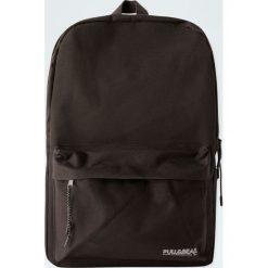 Czarny plecak basic. Czarne plecaki męskie Pull&Bear. Za 69,90 zł.