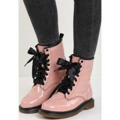 Różowe Botki All She Wrote. Czerwone buty zimowe damskie Born2be, z lakierowanej skóry, na płaskiej podeszwie. Za 89,99 zł.