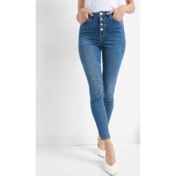 Jeansy skinny z wysokim stanem. Niebieskie boyfriendy damskie Orsay, z bawełny, z podwyższonym stanem. Za 119,99 zł.