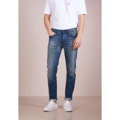 BOSS CASUAL TABER Jeansy Slim Fit medium blue. Niebieskie jeansy męskie BOSS Casual, z bawełny. Za 629,00 zł.