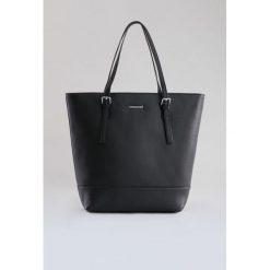 Torba z połyskującą lamówką. Szare torebki klasyczne damskie Monnari, ze skóry, małe. Za 67,60 zł.