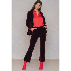NA-KD Party Aksamitne spodnie - Red. Czerwone spodnie z wysokim stanem NA-KD Party, z elastanu. Za 202,95 zł.