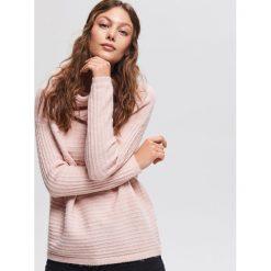 Sweter z obszernym golfem - Różowy. Czerwone golfy damskie Reserved, l. Za 99,99 zł.