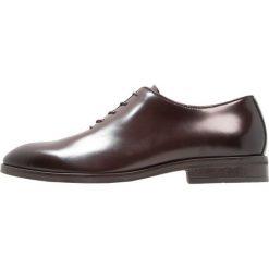 KIOMI Eleganckie buty brown. Brązowe buty wizytowe męskie marki KIOMI, z materiału, na sznurówki. Za 419,00 zł.