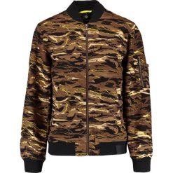 Puma CAMO Kurtka Bomber black. Czerwone kurtki męskie bomber marki Puma, xl, z materiału. W wyprzedaży za 379,60 zł.