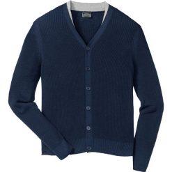Sweter rozpinany Regular Fit bonprix ciemnoniebieski. Niebieskie kardigany męskie marki bonprix, l, z dzianiny, z kontrastowym kołnierzykiem. Za 89,99 zł.