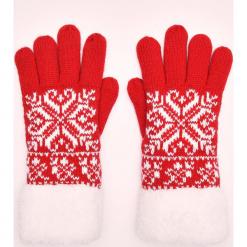 Pięciopalczaste rękawiczki we wzory - Czerwony. Czerwone rękawiczki damskie marki Cropp. Za 34,99 zł.
