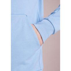 J.LINDEBERG THROW ZIP HOOD RING LOOP Bluza rozpinana allure. Niebieskie bluzy męskie rozpinane J.LINDEBERG, m, z bawełny. Za 539,00 zł.